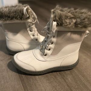Merona White faux fur lined winter boots